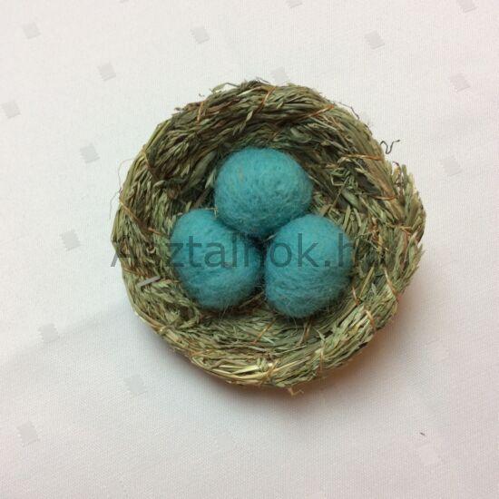 Madárfészek dekoráció kék tojásokkal